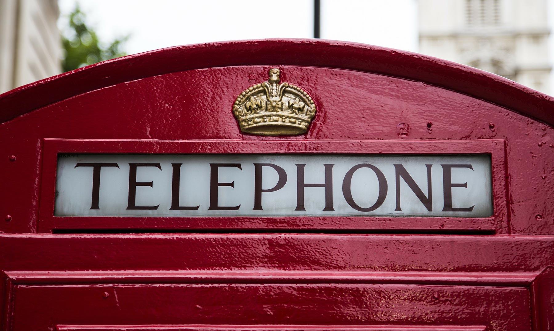 Londres cambia cabinas rojas por verdes