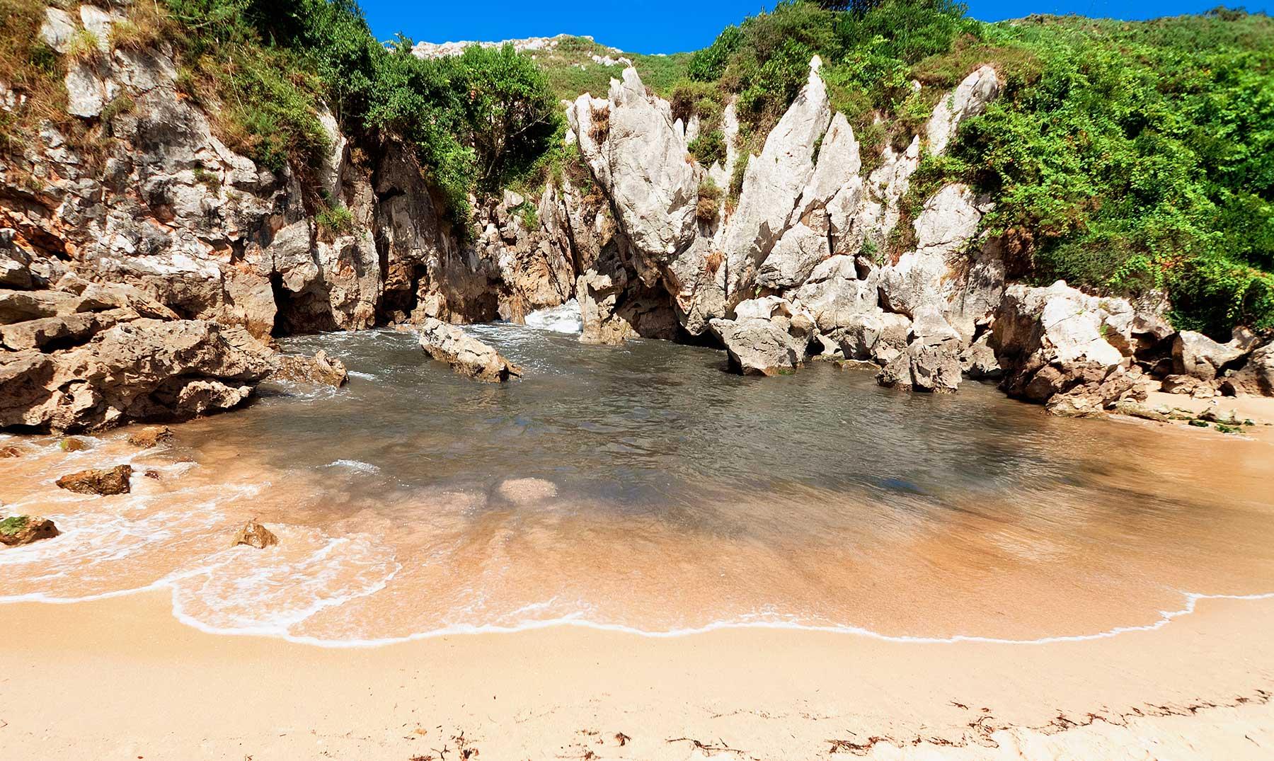 Playas paradisíacas en el Cantábrico: Gulpiyuri