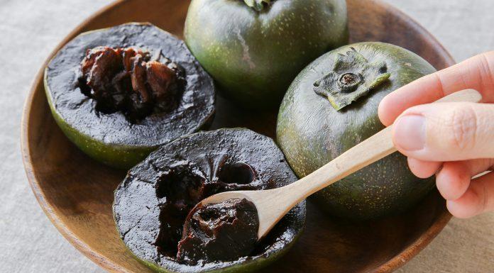 Una impactante fruta negra: El Zapote negro